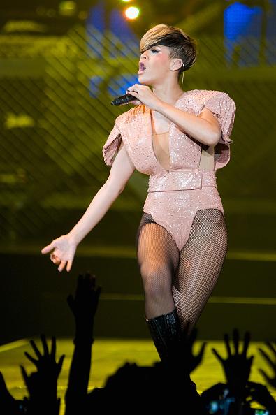 Hosiery「Rihanna Performs at Palais Omnisports de Bercy in Paris」:写真・画像(11)[壁紙.com]