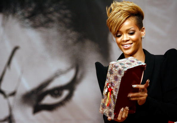 "Gift「Rihanna Promotes ""Rated R"" In Seoul」:写真・画像(12)[壁紙.com]"