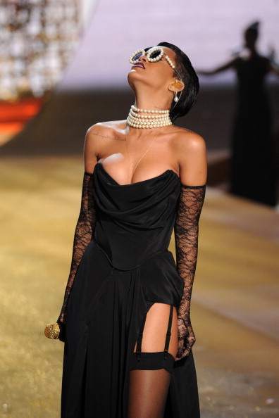 Choker「Victoria's Secret 2012 Fashion Show Runway - Show」:写真・画像(15)[壁紙.com]