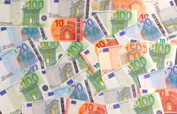 Euro notes, overhead shot:スマホ壁紙(壁紙.com)