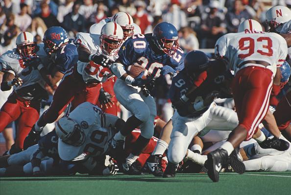 Running Back「University of Nebraska Cornhuskers vs University of Kansas Jayhawks」:写真・画像(2)[壁紙.com]