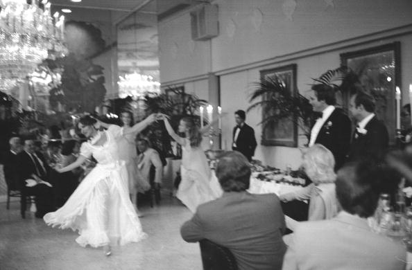 Wedding Reception「Newmar Dances At Her Reception」:写真・画像(0)[壁紙.com]