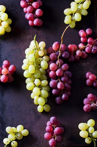 Grape「Green and blue grapes on rusty metal」:スマホ壁紙(18)