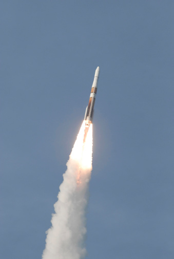 打ち上げロケット「A Delta IV rocket roars into the sky with the GOES-O satellite aboard.」:スマホ壁紙(5)