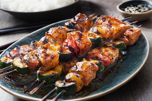 Jasmine Rice「BBQ Teriyaki Glazed Salmon Skewers with Zucchini, Tomatoes and Rice」:スマホ壁紙(2)
