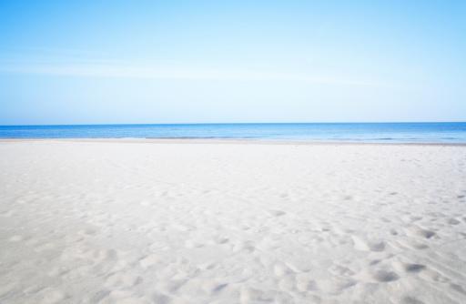 ビーチ「リゾートの静かなビーチのバルト海」:スマホ壁紙(19)
