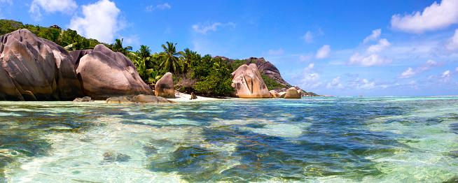 Shallow「Seychelles, La Digue Island, rocky coast」:スマホ壁紙(12)
