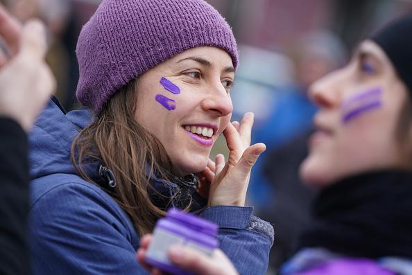 Purple「Berlin Marks International Women's Day」:写真・画像(9)[壁紙.com]