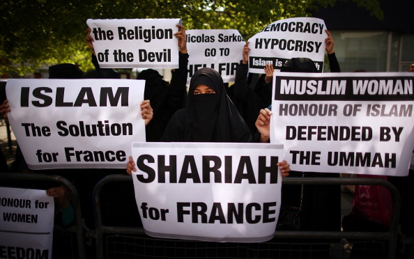 Veil「Demonstrators Protest Over The Introduction Of A Ban On Women Covering Their Faces In France」:写真・画像(8)[壁紙.com]