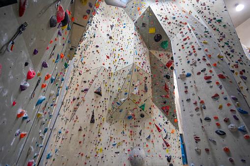Dizzy「Wall of an Empty Indoor Climbing Gym」:スマホ壁紙(7)