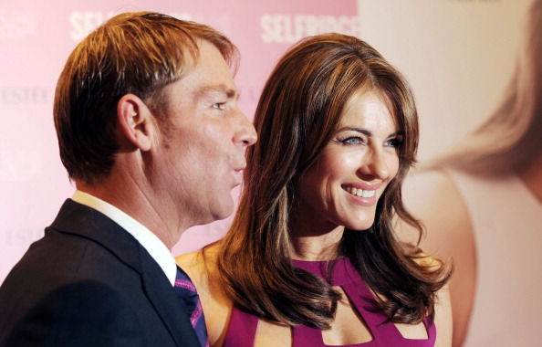 Breast「Elizabeth Hurley Personal Appearance At Selfridges」:写真・画像(15)[壁紙.com]
