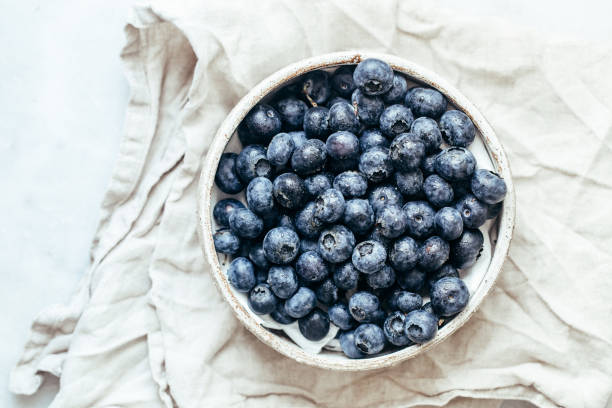 Blueberry bowl on white background with copy space in rustic style:スマホ壁紙(壁紙.com)