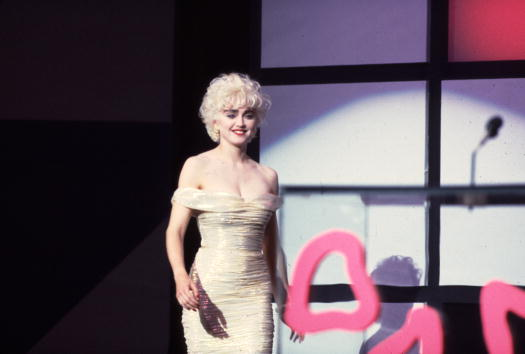 1980「Madonna at American Music Awards」:写真・画像(9)[壁紙.com]
