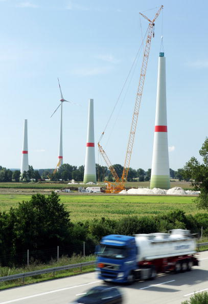 In A Row「Germany Invests Heavily In Alternative Energy Production」:写真・画像(11)[壁紙.com]