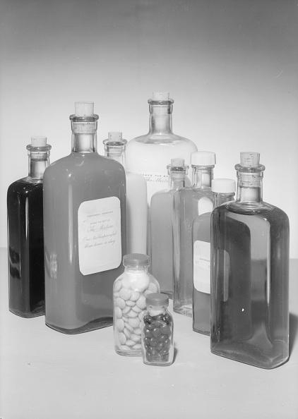 Bottle「Medicines And Pills」:写真・画像(15)[壁紙.com]