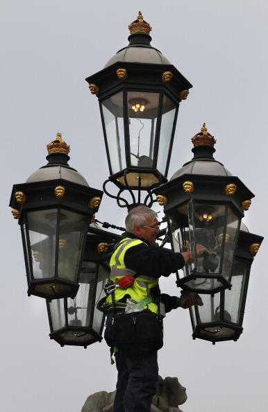 Lighting Equipment「Final Preparations Are Made Ahead Of The Royal Wedding」:写真・画像(3)[壁紙.com]