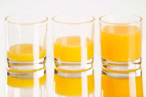 オレンジジュース「Freshly squeezed orange juice」:スマホ壁紙(8)