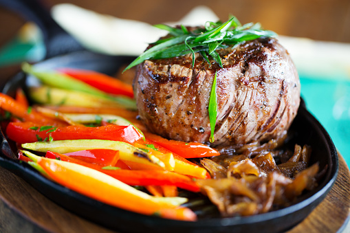 Zucchini「Beef fillet with grill veggies」:スマホ壁紙(12)