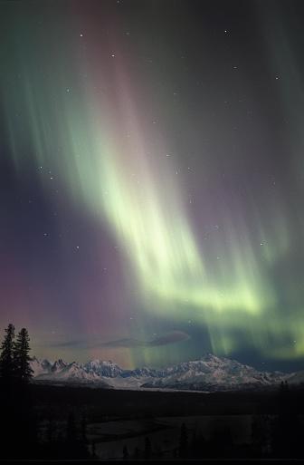 Alaska Range「Pastel aurora above Mount McKinley」:スマホ壁紙(14)