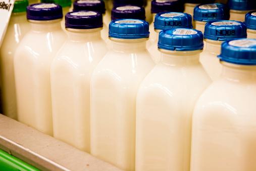 Refrigerated Section「Milk In Glass Bottles」:スマホ壁紙(17)