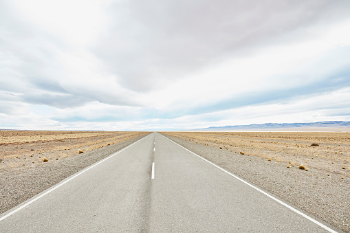 Empty Road「Argentina, Rio Chico, Ruta 40 road through Patagonian steppe」:スマホ壁紙(1)