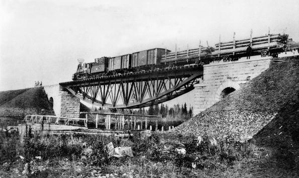 Bridge - Built Structure「the Trans-Siberian Railway c. 1900 on the bridge over the Kossoul river」:写真・画像(17)[壁紙.com]