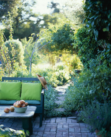 Casual Clothing「Bench in an outdoor room」:スマホ壁紙(7)