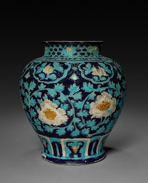 Chrysanthemum「Jar With Chrysanthemum Decoration: Fahua Ware」:写真・画像(3)[壁紙.com]