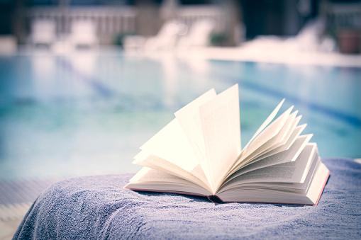 Wind「Opened book on towel at swimming pool」:スマホ壁紙(11)