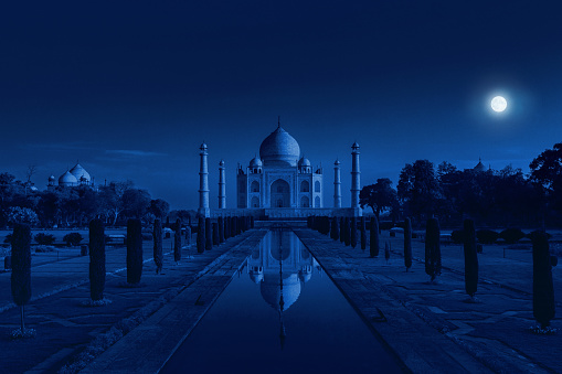 Mausoleum「Taj Mahal in Agra, India in the light of the full moon」:スマホ壁紙(13)
