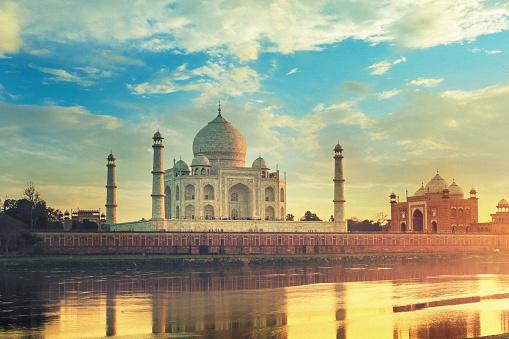 Mausoleum「Taj Mahal in Agra, India at sunset」:スマホ壁紙(15)