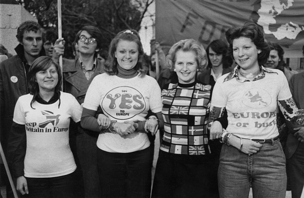 セーター「Thatcher Campaigns To Stay In Europe」:写真・画像(6)[壁紙.com]
