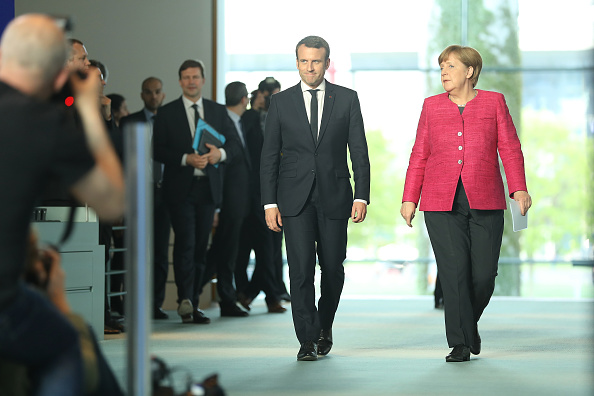 全身「French President Emmanuel Macron Meets Angela Merkel In Berlin」:写真・画像(16)[壁紙.com]