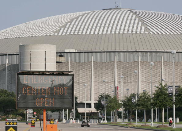 Houston Astrodome「Shelters For Katrina Victims Relocated To Houston」:写真・画像(15)[壁紙.com]