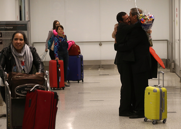 LAX Airport「Iranian U.S. Visa Holder Returns To LAX After Court Overturns Travel Ban」:写真・画像(0)[壁紙.com]
