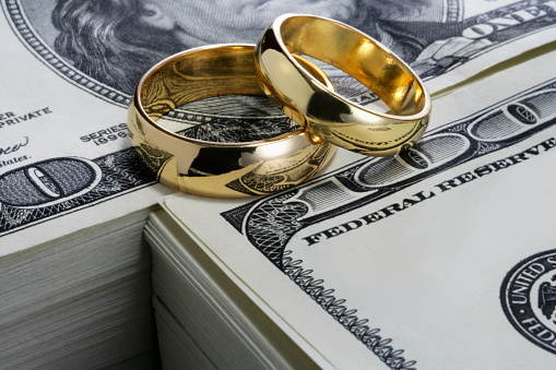 Divorce「Wedding rings and stack of money」:スマホ壁紙(10)