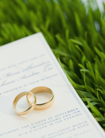 Wedding Invitation「Wedding rings and marriage certificate on grass」:スマホ壁紙(6)