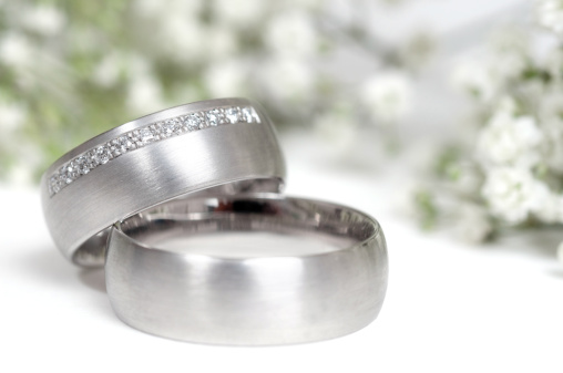 Wedding Invitation「wedding ring and gypsophila in background」:スマホ壁紙(15)