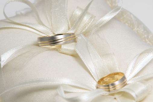 恋愛「枕の上の結婚指輪」:スマホ壁紙(6)