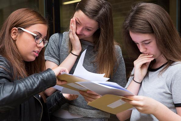 Educational Exam「Pupils Receive Their GCSE Results」:写真・画像(5)[壁紙.com]