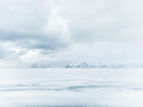冠雪「Arctic Solitude」:スマホ壁紙(7)