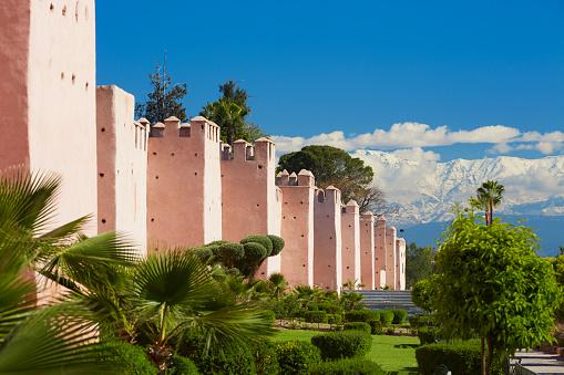 アトラス山脈「City Walls and Atlas Mountains, Marrakesh, Morocco」:スマホ壁紙(15)