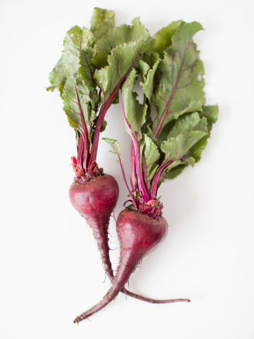 Common Beet「Beetroots on white background, studio shot」:スマホ壁紙(15)
