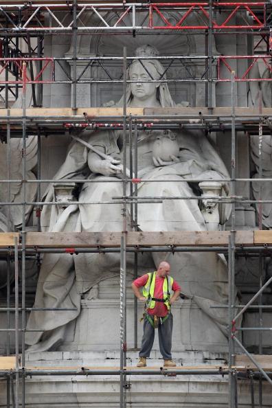 Construction Equipment「Refurbishment of The Queen Victoria Memorial Continues」:写真・画像(0)[壁紙.com]