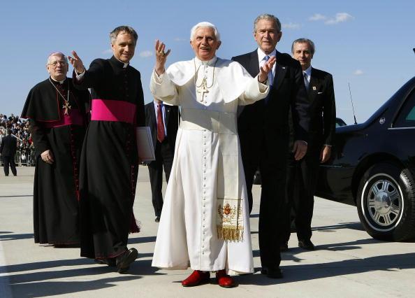 Joint Base Andrews「Pope Benedict XVI Arrives In The U.S」:写真・画像(8)[壁紙.com]