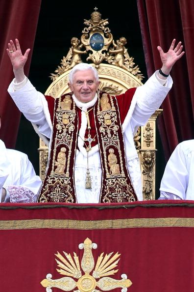 Architectural Feature「Pope Benedict XVI Delivers His Urbi Et Orbi Blessing」:写真・画像(7)[壁紙.com]