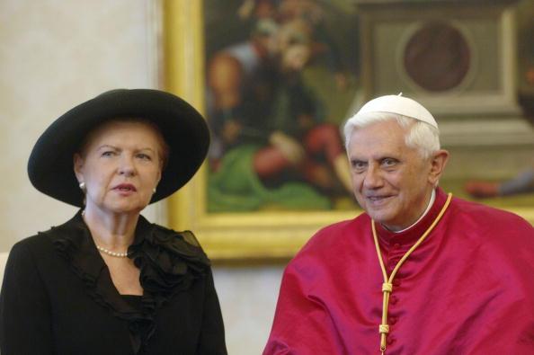 Franco Origlia「Pope Benedict XVI Pope Meets President of the Republic of Latvia」:写真・画像(8)[壁紙.com]