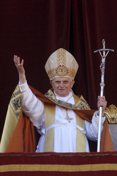 Religious Mass「Pope Benedict XVI Celebrates Xmas Mass」:写真・画像(1)[壁紙.com]