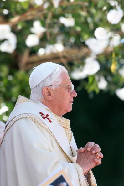 Religious Mass「Pope Benedict XVI Visits Brazil」:写真・画像(3)[壁紙.com]