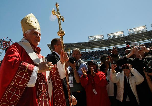 Religious Mass「Pope Benedict XVI Celebrates Mass At Nationals Stadium」:写真・画像(14)[壁紙.com]